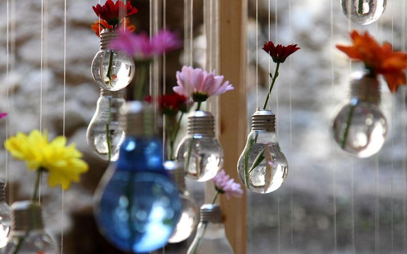 Fun-Making Light Bulb Recycles Ideas