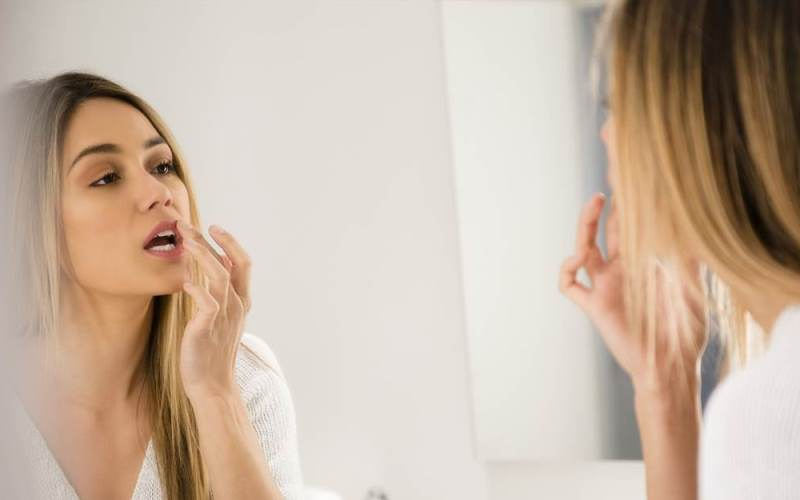 How to Make Soften Dry Lips in Winter